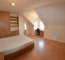 4 Bedroom House – Hyde Park